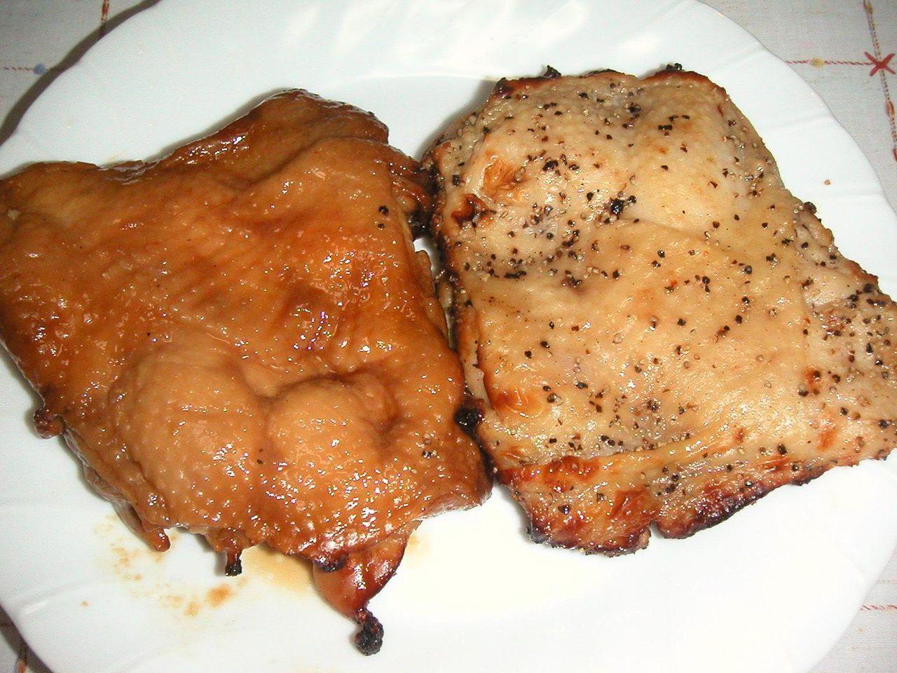 鳥藤で売ってる、大山鶏モモ肉の照焼き・グリルドペッパー各210円