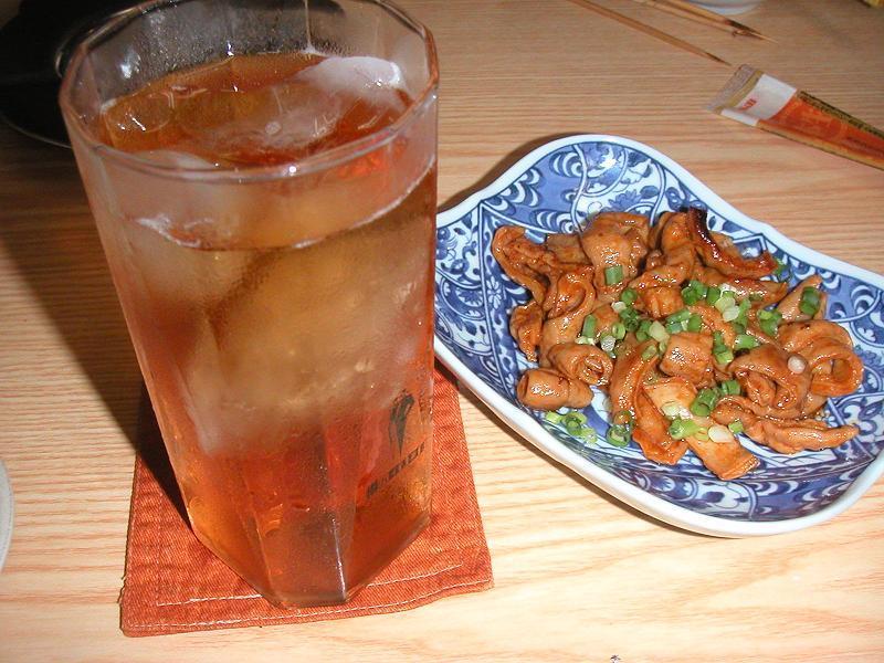 豚煮こみ350円、ウーロンハイ350円