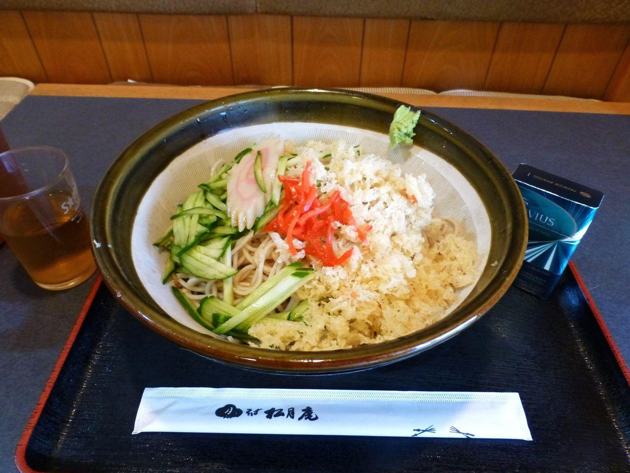 松月庵のメガ冷たぬきそば900円!