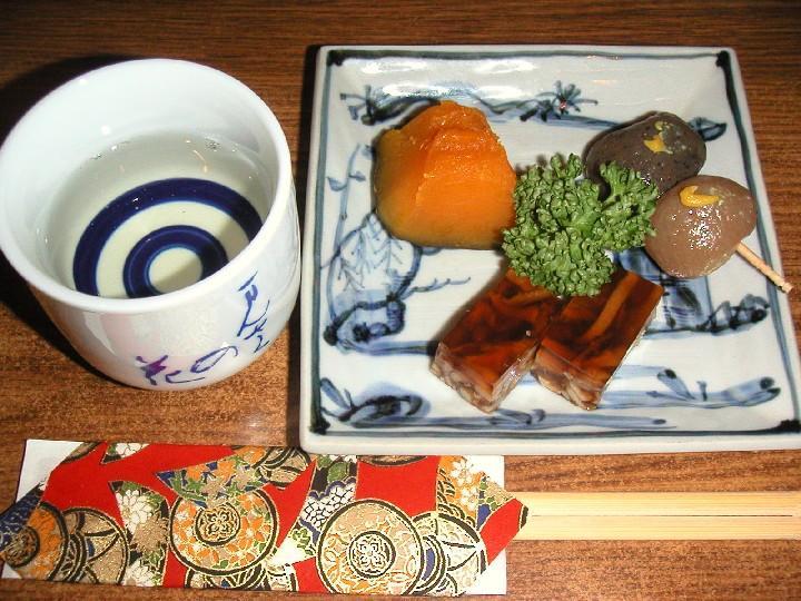 晩酌セット(日本酒+おつまみ3品+おまかせ1品)1,500円