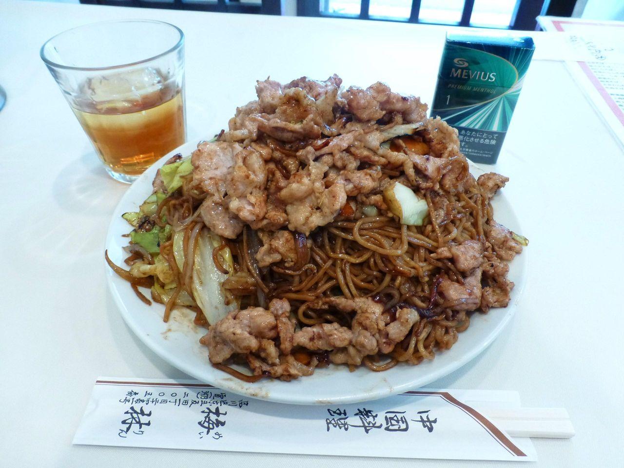 うわ〜デカッ!肉ソース焼きそば大盛1,050円