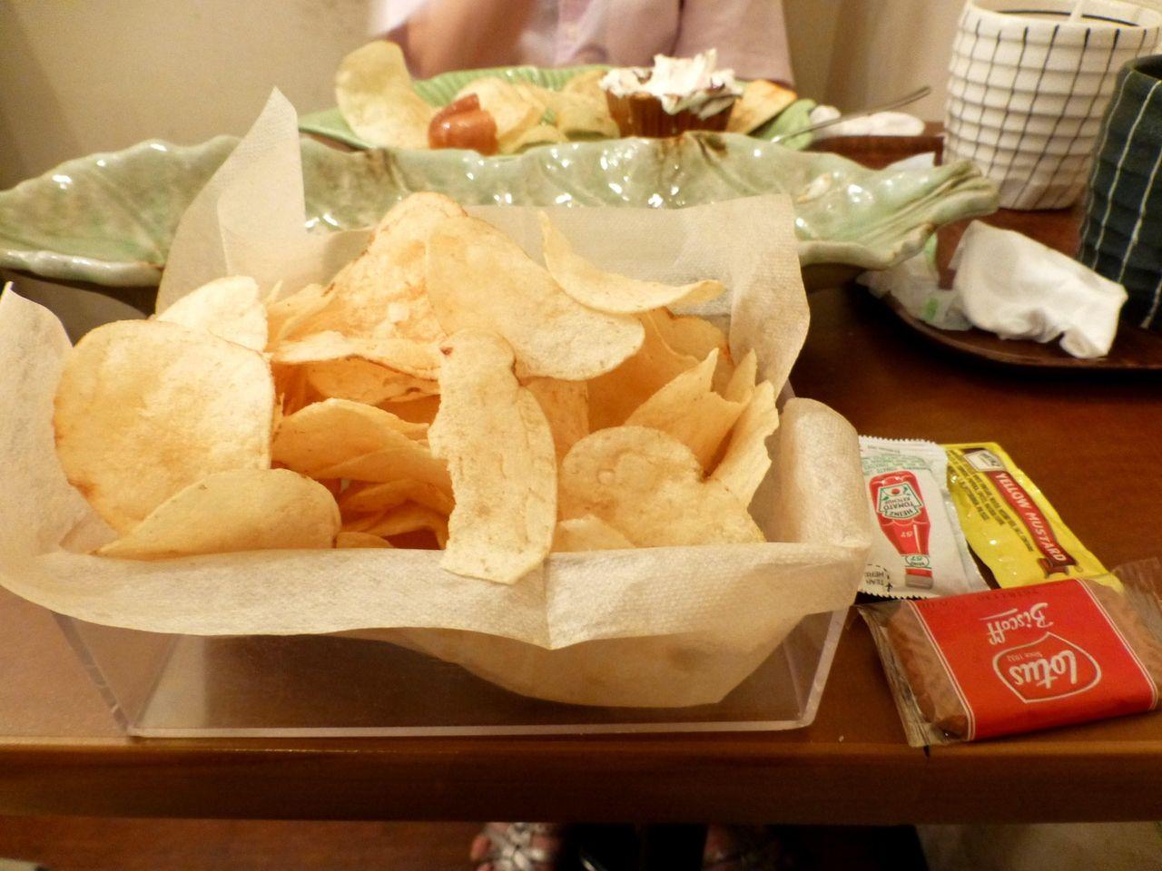 ビッグドックにポテトチップが付いて、ボリューム満点!