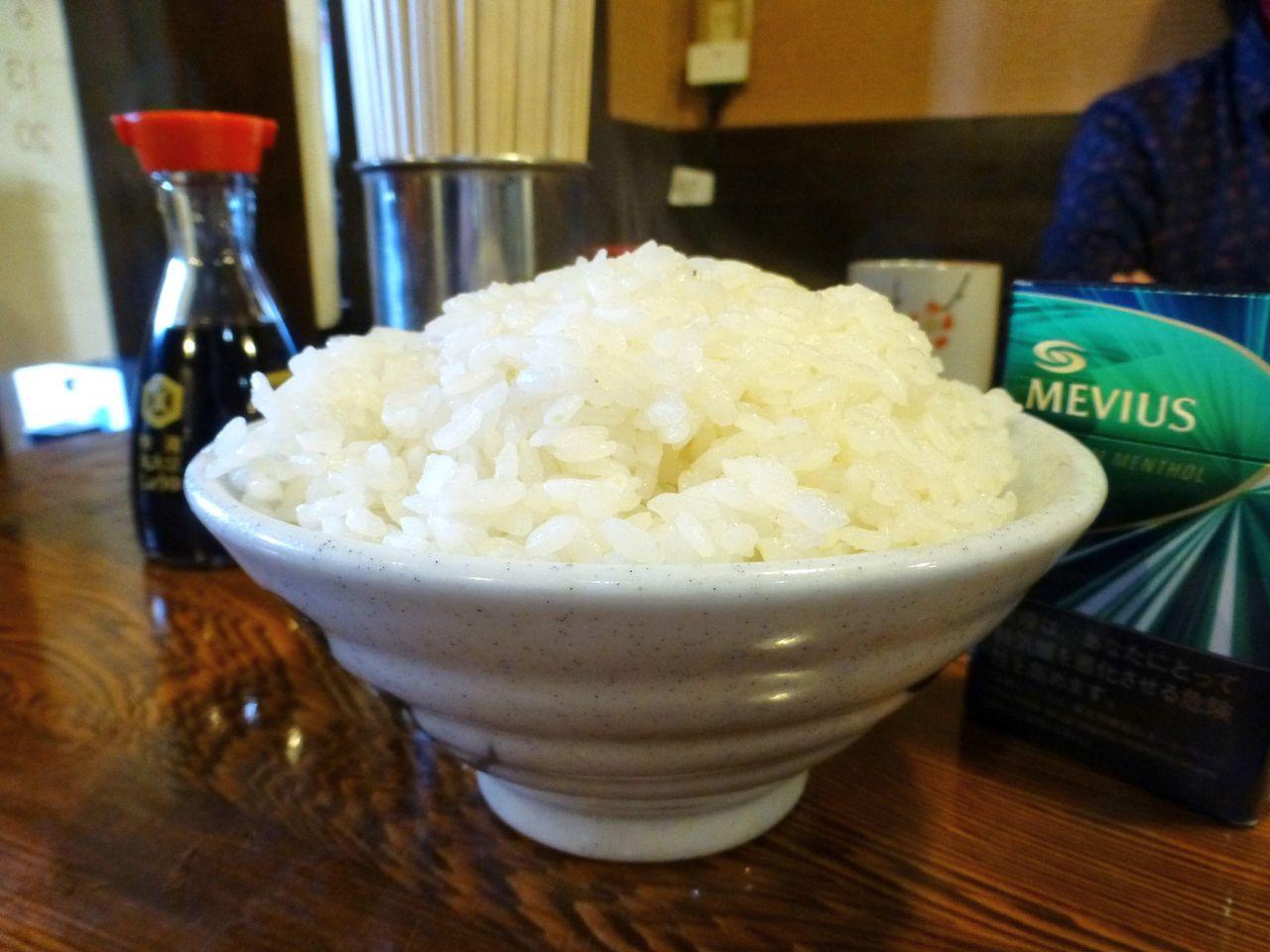 大盛は、直径15センチのお茶碗に、しっかり盛り!