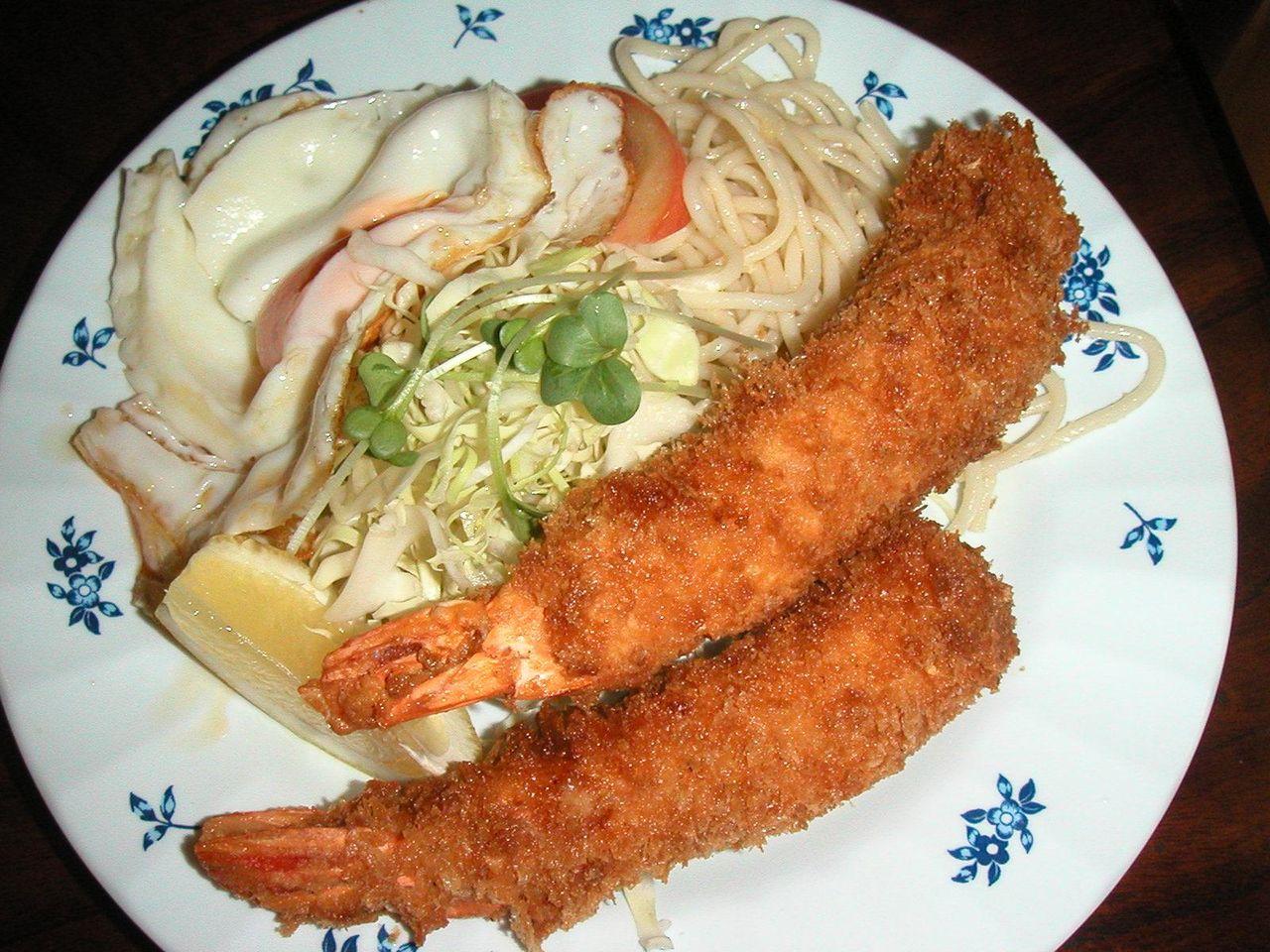 特大サイズの海老が2匹、海老フライ定食1,000円
