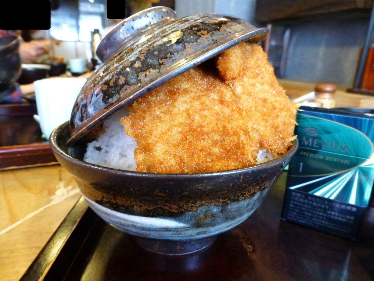 丼のフタが浮いて、中身が丸見え!二段もりかつ丼特盛1,190円
