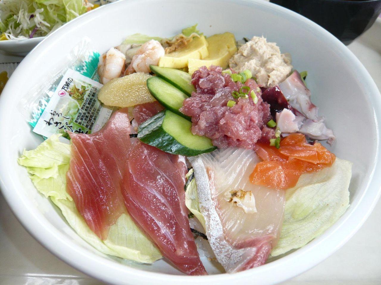 数量限定の人気メニュー、海鮮丼600円!