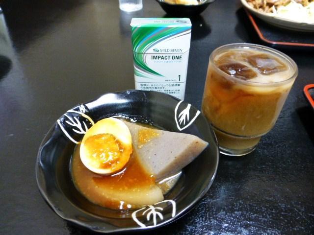 サービスで提供される味噌おでんとアイスコーヒー!