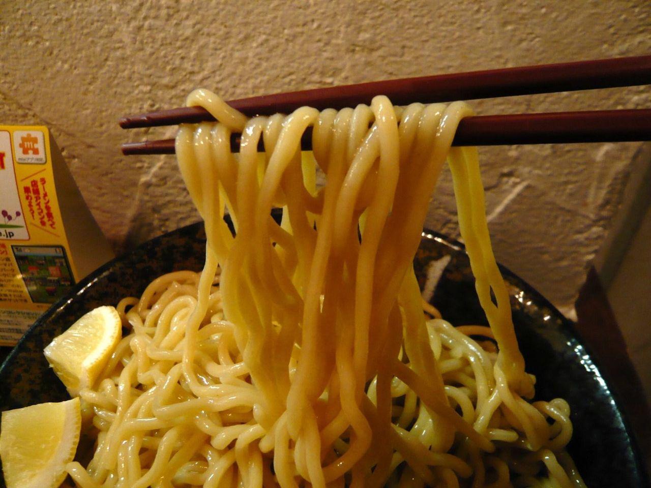 ほど良い太さの太麺は、モチモチの食感!