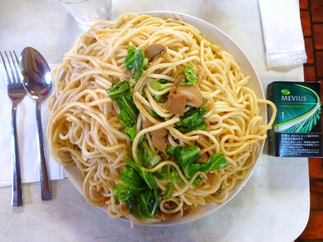 和風スパゲティー大盛は、直径24センチのデカ皿を使用!