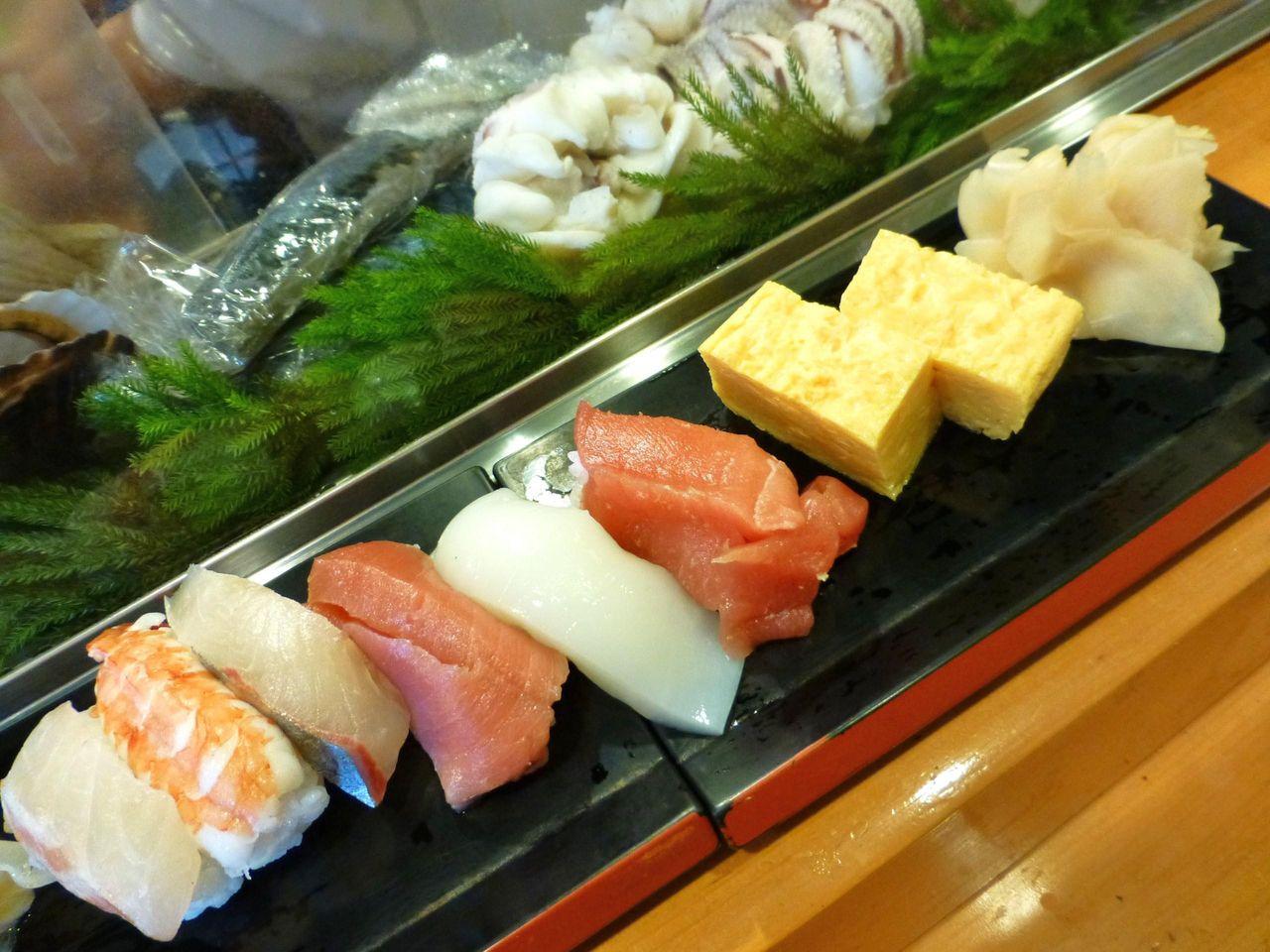 上寿司1,600円、イクラと鉄火巻も付いてます!