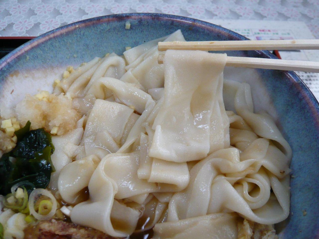 食べても減らないと思ったら、麺が汁を吸収して膨張してます!