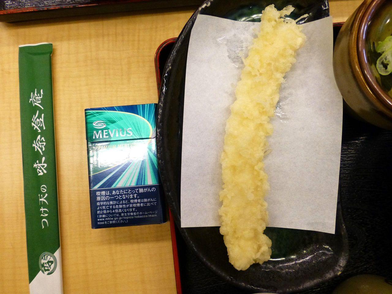 いか天ぷら100円は、長さ20センチのジャンボサイズ!