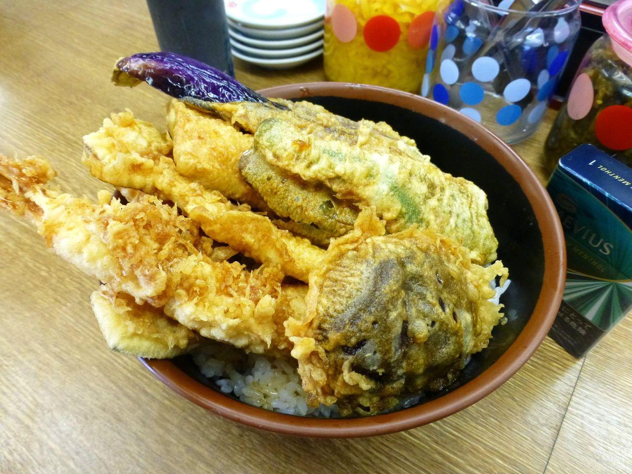 海鮮丼700円は、刺身ではなく海鮮天ぷらです!