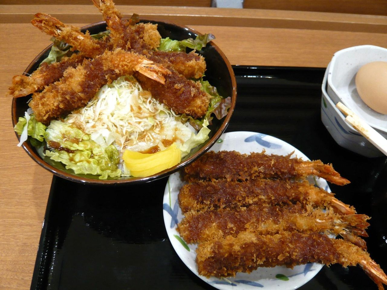 海老フライを取り皿に避難しないと、ご飯を食べられません!