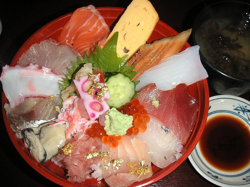 14種類の魚介を楽しめる、近江町海鮮丼2,000円