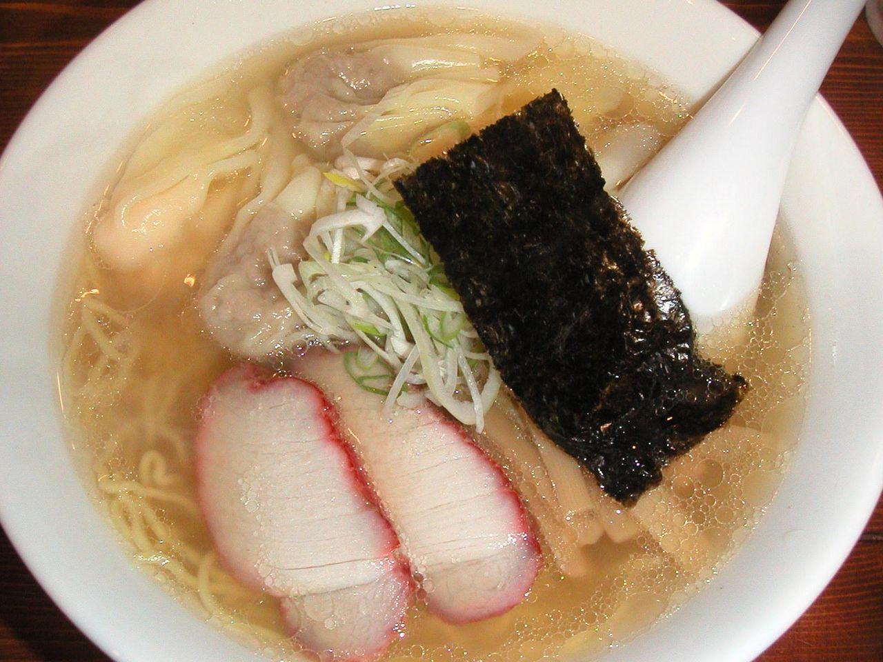 特製ワンタン麺ハーフ(海老2個+肉2個)850円