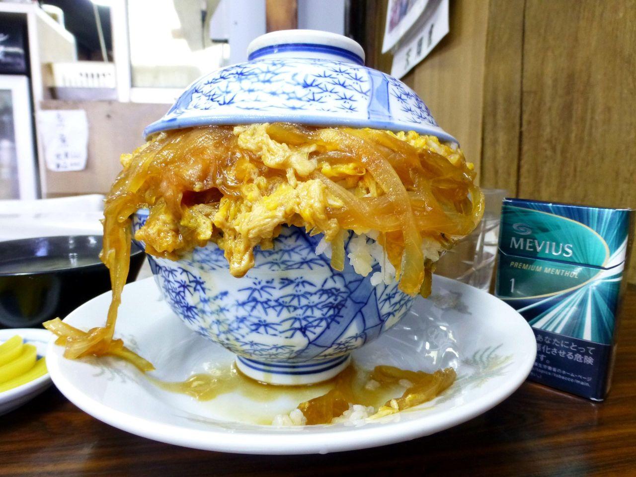 デカ盛りも聖地「やよい食堂」で、親子丼大盛!