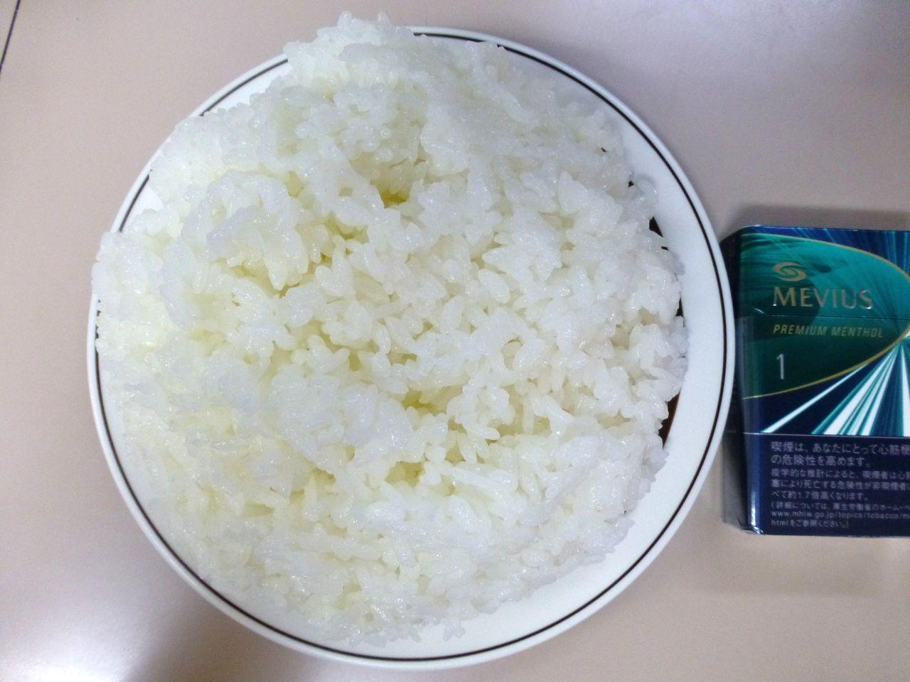 ライス大盛は、直径19センチのお皿にテンコ盛り!