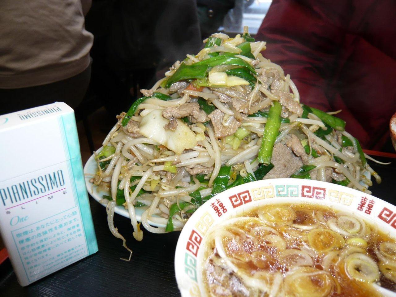 今にも崩れそうな肉野菜炒め定食(M)700円
