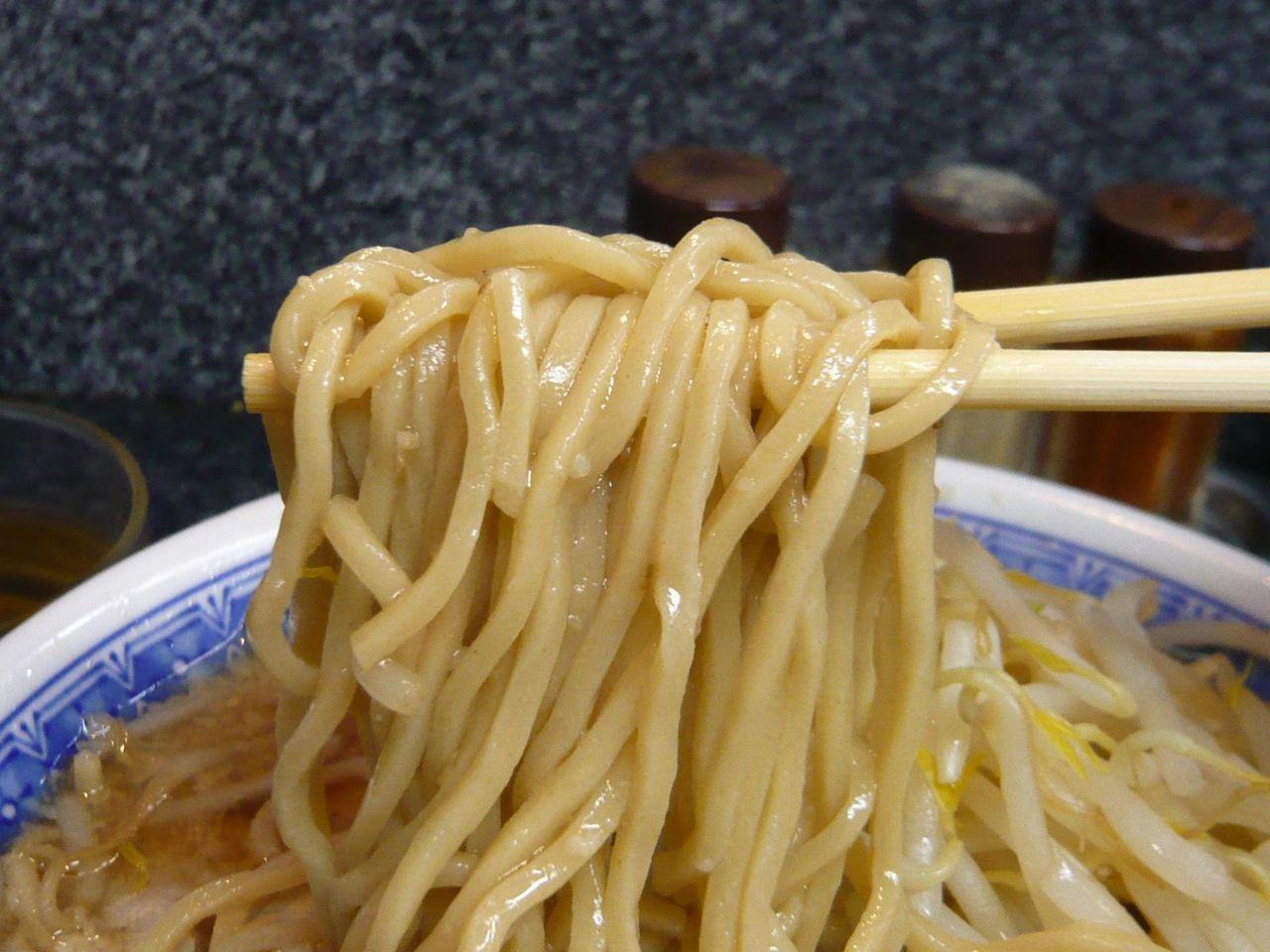 コシの強い中細麺!