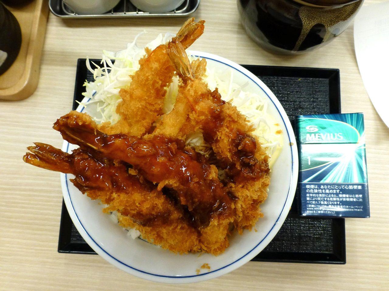 海老フライ丼は、直径16センチの丼を使用!