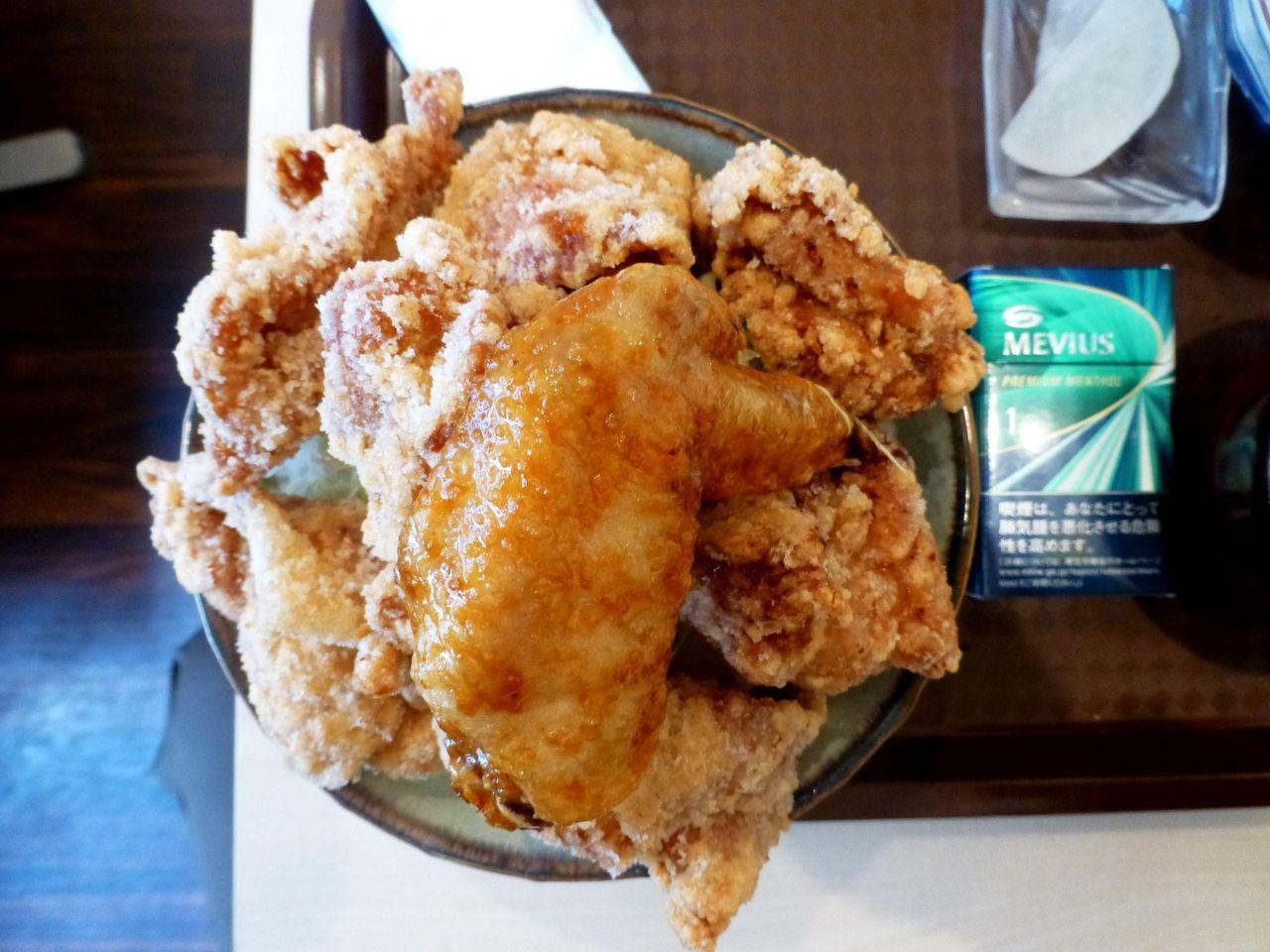 ザンギ・デカ盛り丼は、直径16センチの丼を使用!