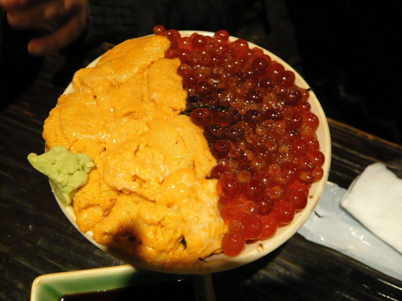 ミニ北海スペシャル丼1,180円は、ウニとイクラがテンコ盛り!