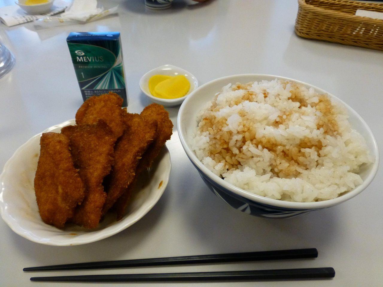 別皿で提供される、特製カツ丼(7枚)大盛1,400円