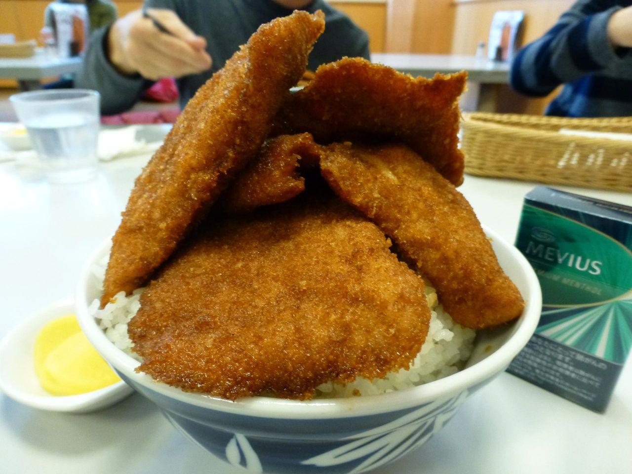超高層タレカツタワー丼の完成です!