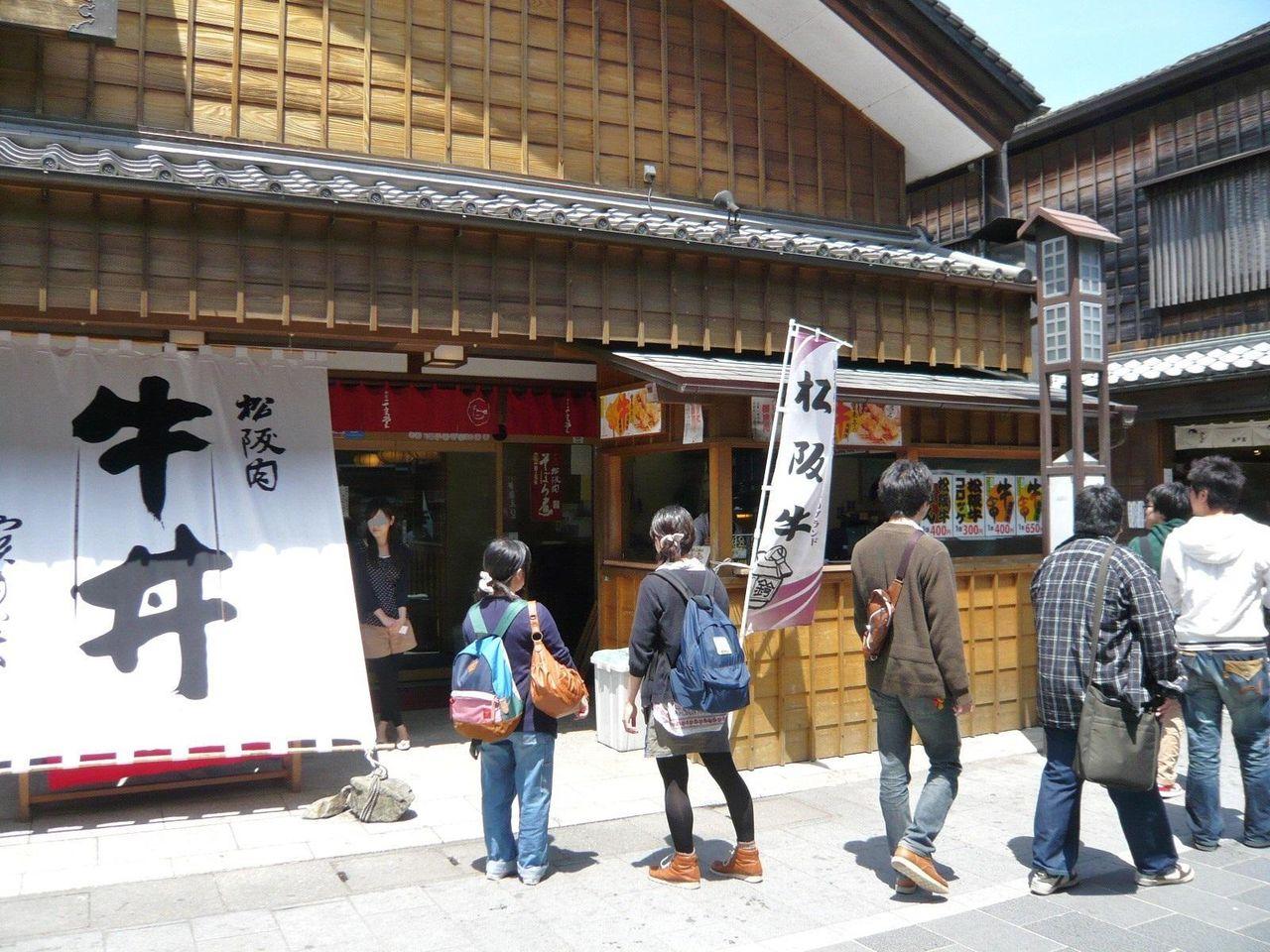 お店は、伊勢神宮の参拝客で賑わう、おはらい町にあります。