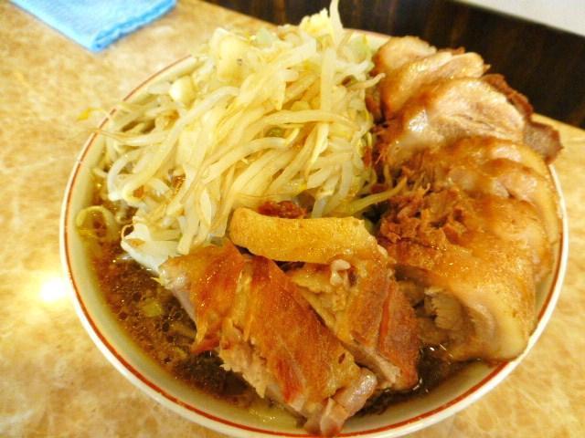 らーめん豚一本(野菜マシマシ・ニンニク)1,200円