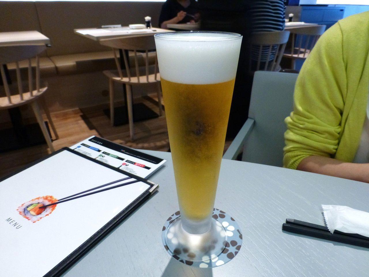 一気に飲み干せそうな生ビール600円