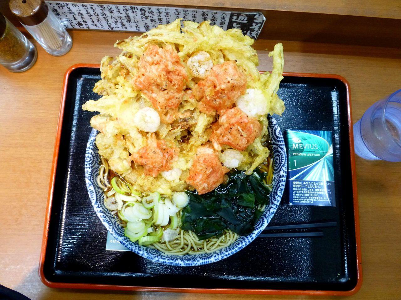 超大吉田そば大盛は、直径19センチの丼を使用!