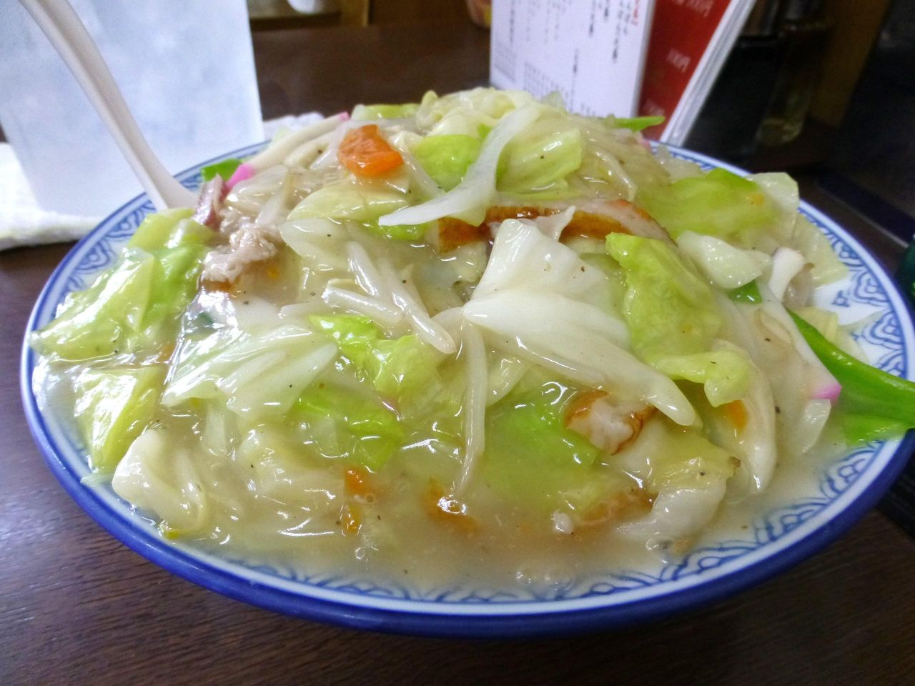 具だくさんの餡をかけ流して、太麺が見えません!