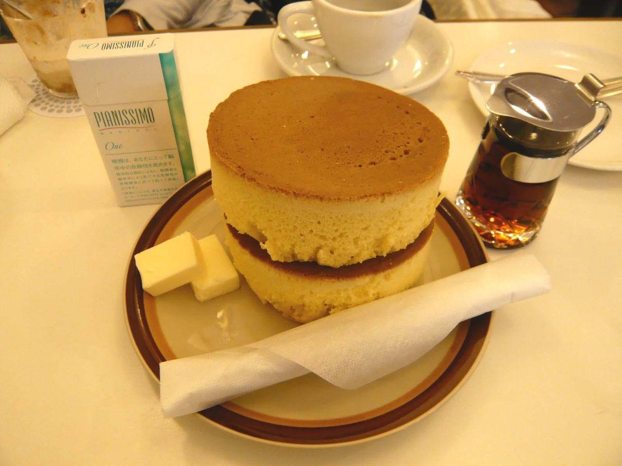 鎌倉名物!イワタコーヒー店のホットケーキ800円