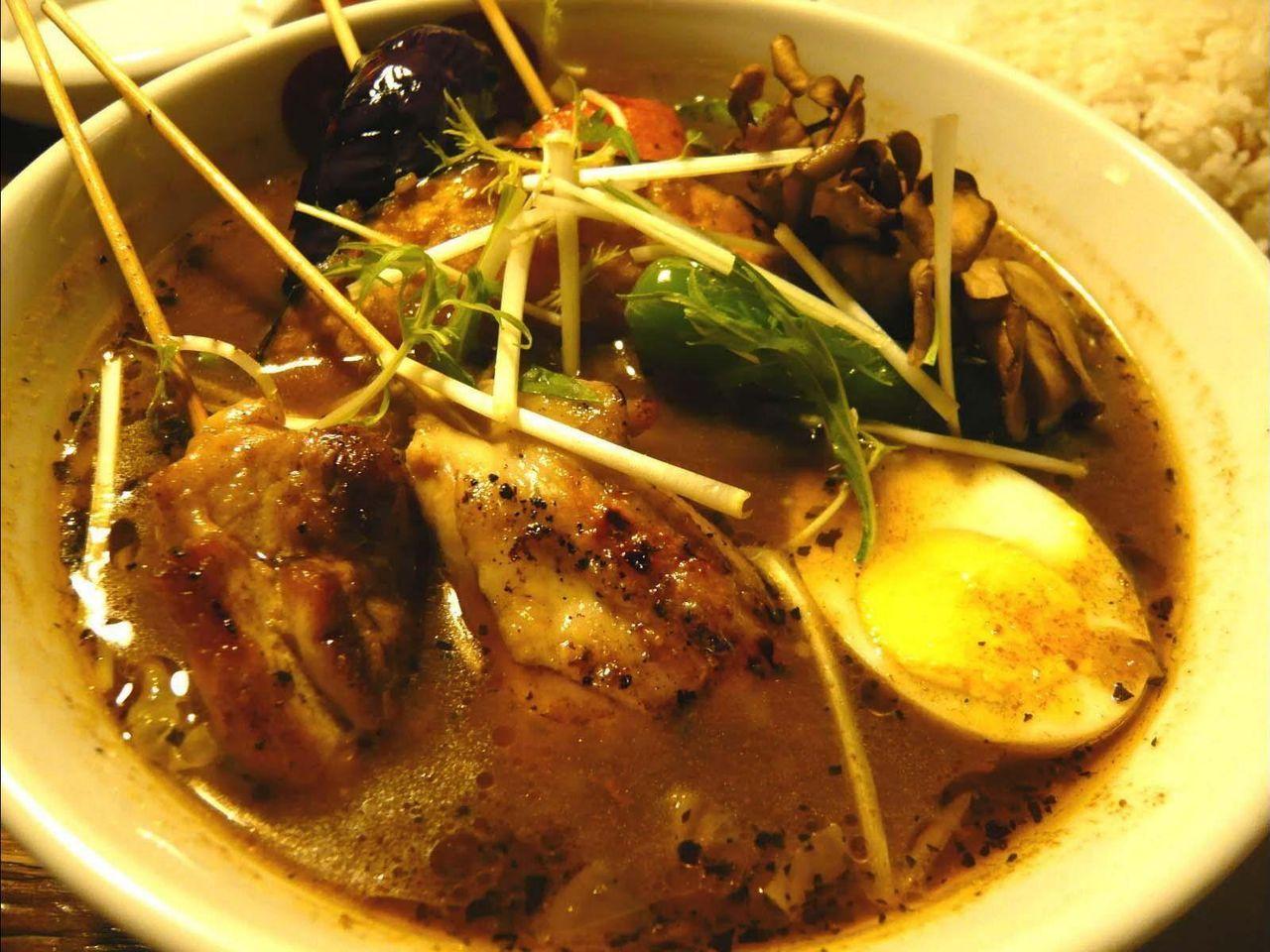 野菜タップリでヘルシーな、パリパリ知床鶏と野菜カレー!