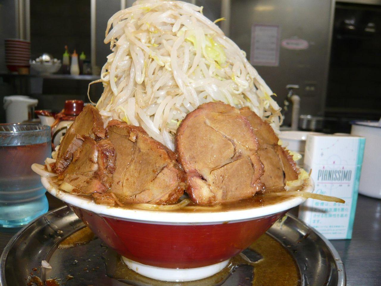 中ラーメン+豚増し+野菜増し増し800円
