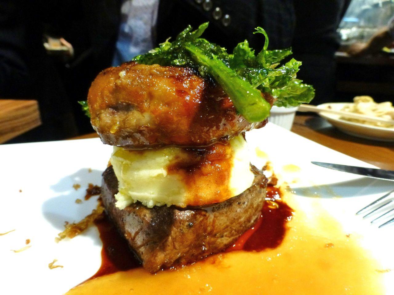 高級食材のコラボ!牛ヒレ肉フォアグラの重ね焼1,554円