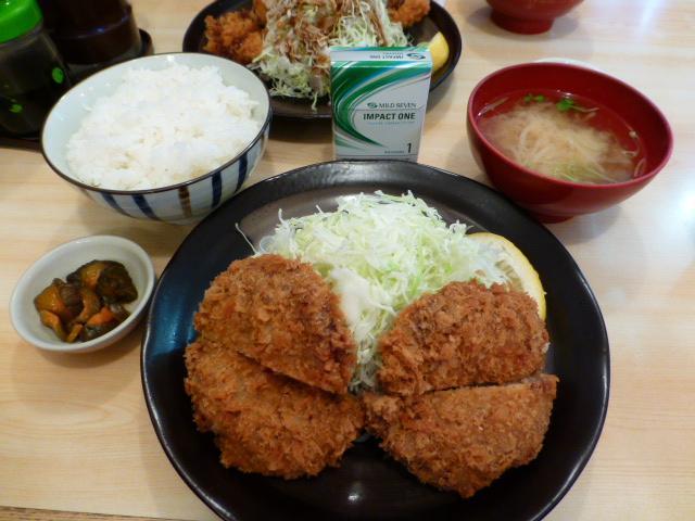 オニオンメンチ定食(ライス、味噌汁のおかわり無料)750円
