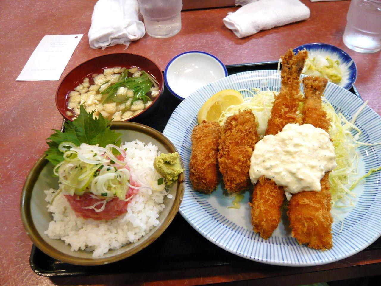 盛合せ定食(大海老フライ×2、カキフライ×2)1,000円
