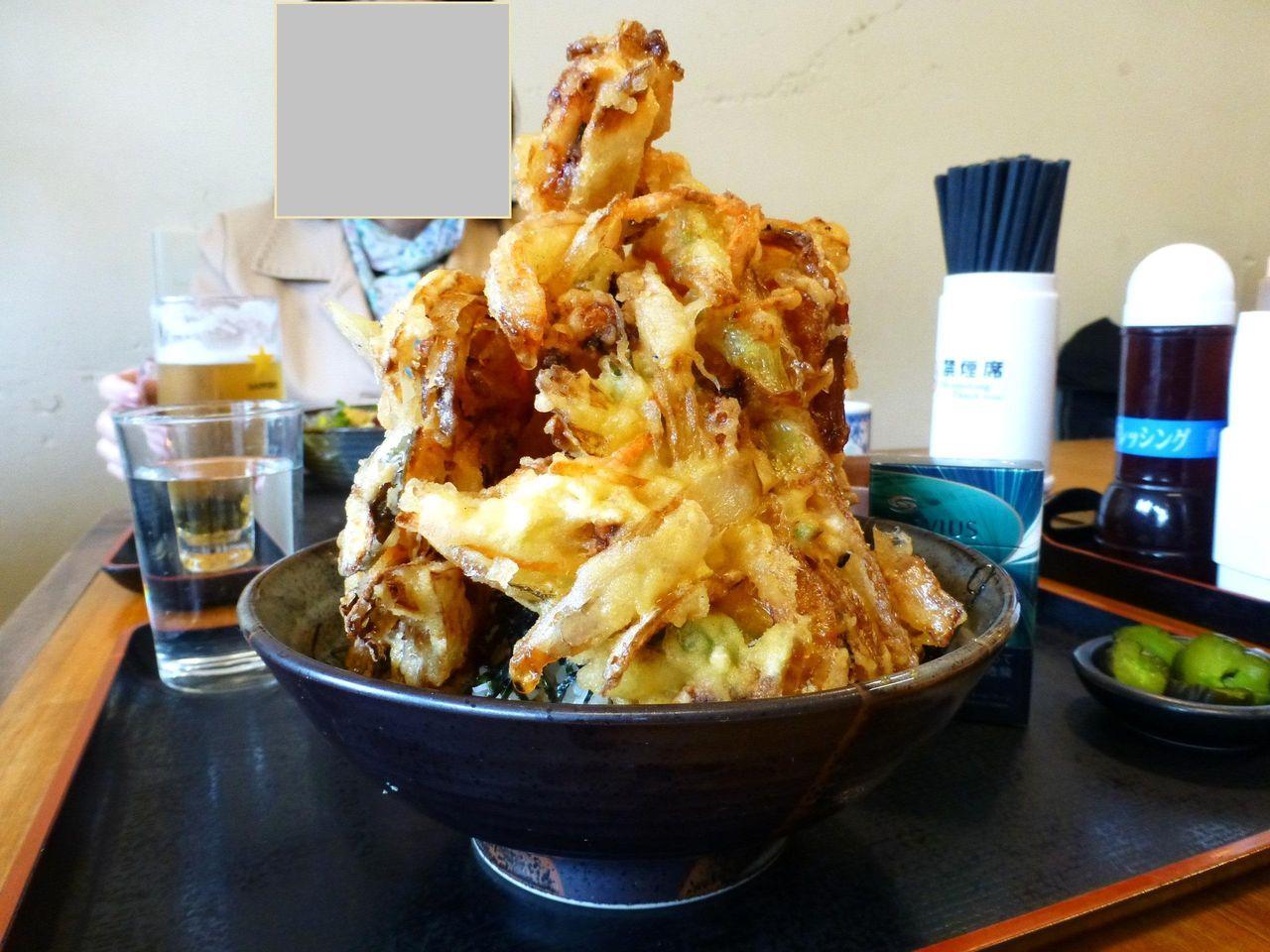 逗子の「めしやっちゃん」で、超高層かき揚げタワー丼!