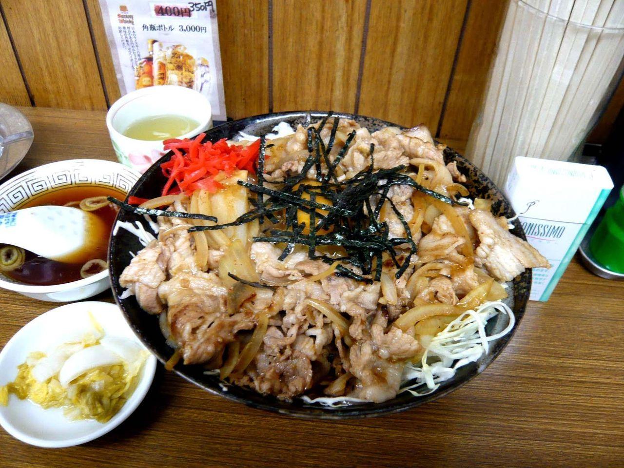 三ちゃん食堂の名物「焼肉丼大盛」750円