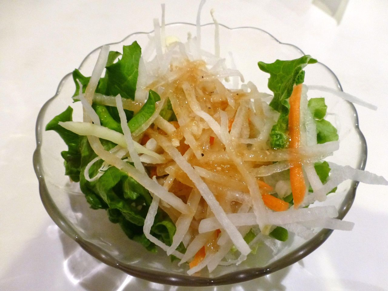 サラダが付いて、野菜もタップリ補給できます!