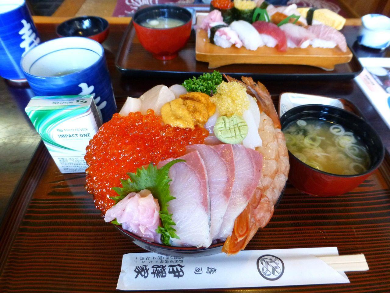 豪華海鮮丼巨大ドーム盛り大盛1,480円