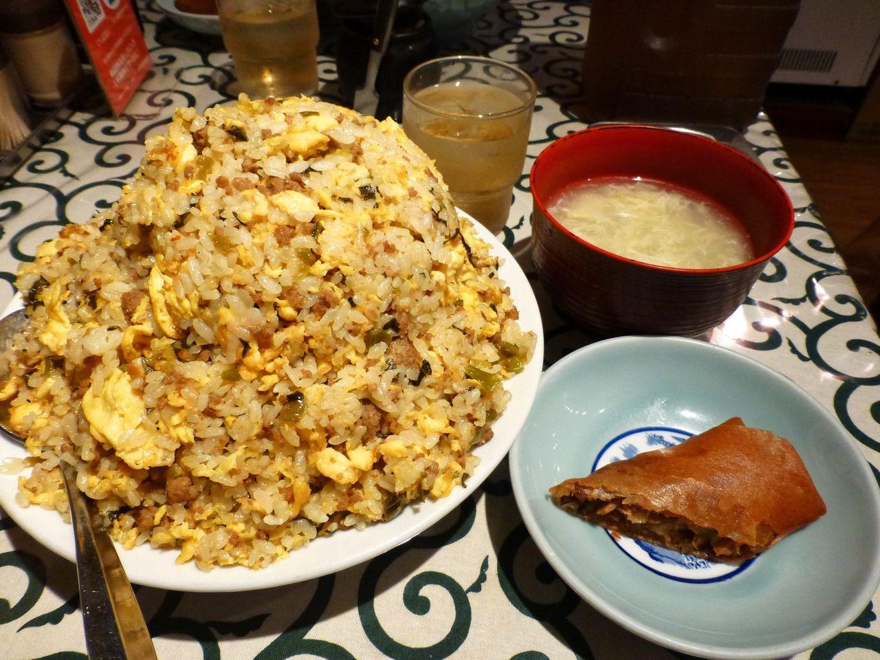 銀座「悟空」の挽肉たかなチャーハン特盛(1.2キロ)800円