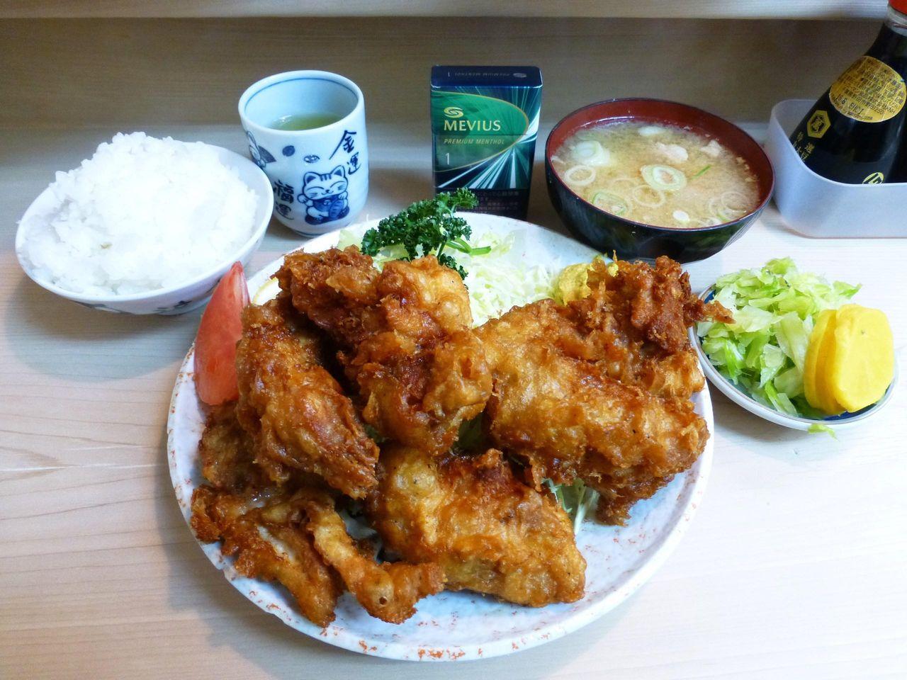 どひゃ〜すごいボリューム!鳥の唐揚げ定食1,050円