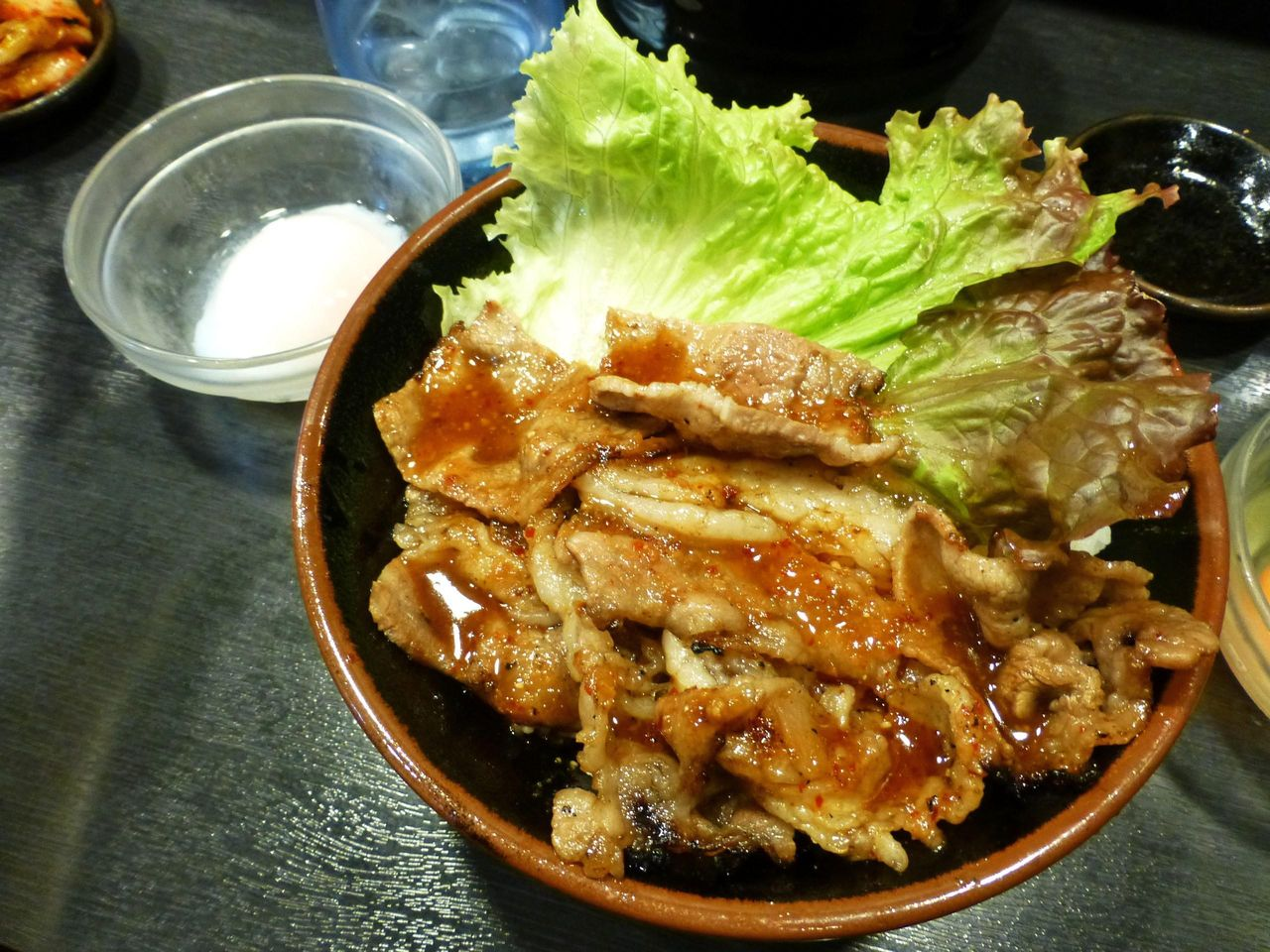 カルビ丼(大盛)温泉たまご850円