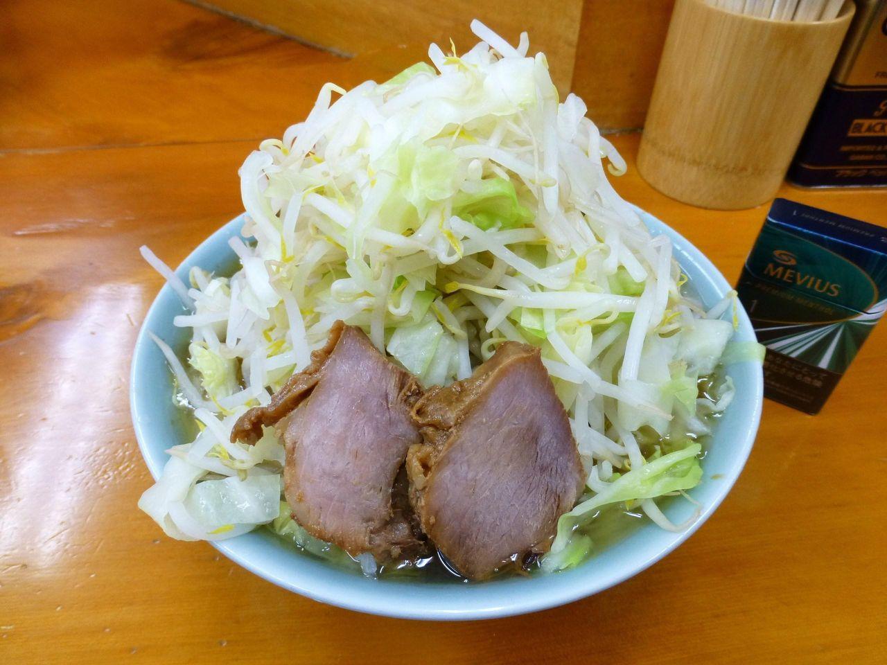 ラーメン二郎新橋店のラーメン(野菜マシマシ)700円