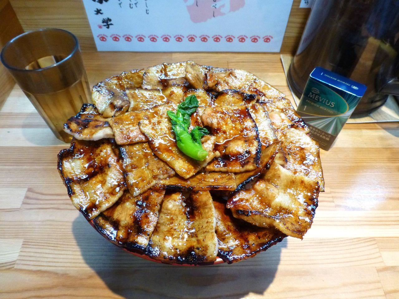 どひゃ〜す・すごいボリューム!豚丼(大学院1キロ)1,020円