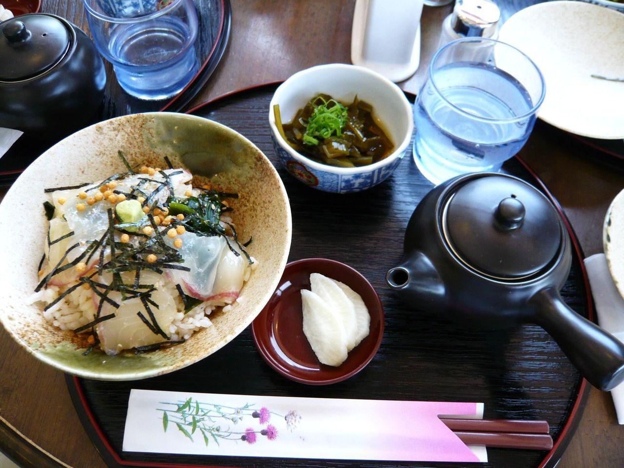 テレビで紹介された、喫茶潮風の鯛茶漬け1,000円